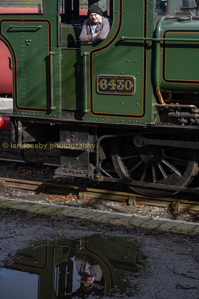 Our driver in reflection at Shacklestone
