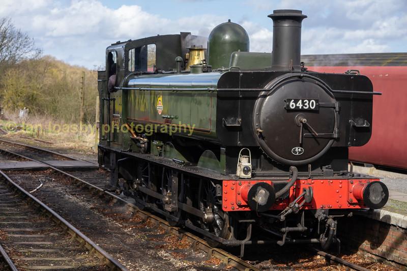 6430 runs round our train at Shacklestone