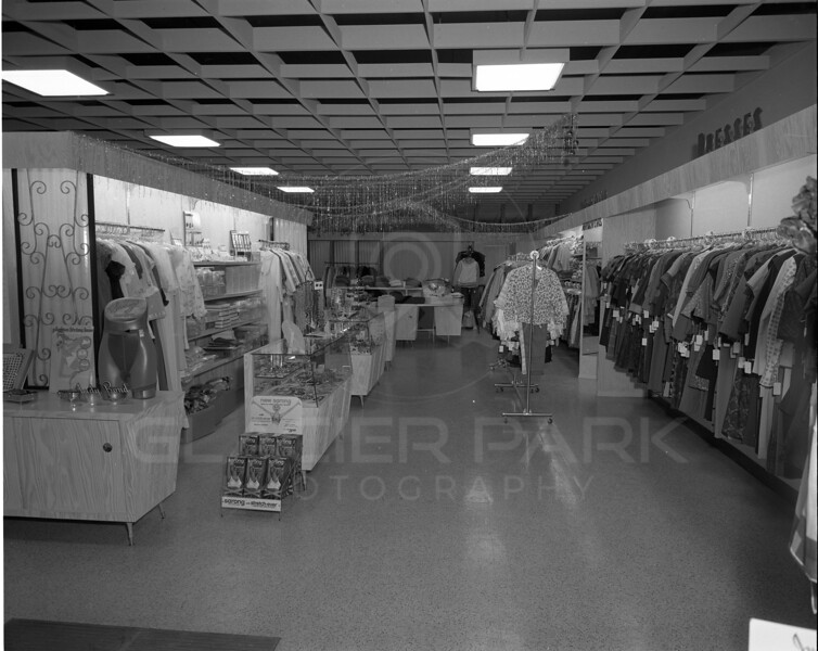 Sandra's Dress Shop <br /> Lacy Photo<br /> 0051-6349