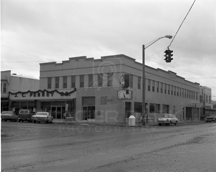 1st National Bank<br /> Built in 1910 by BB Gilliland<br /> Burned down 10/21/1992<br /> E B Gilliland owned 25% of the building before the fire<br /> Lacy Photo<br /> 0062-6594