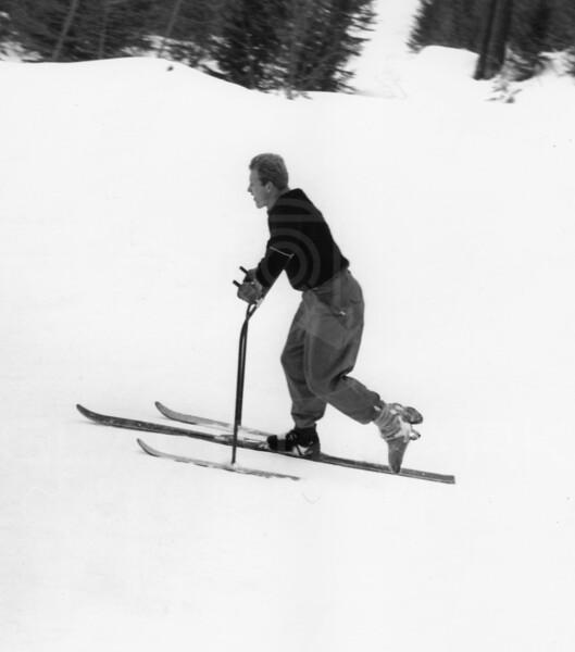 Gene Gillis skiing with a broken foot