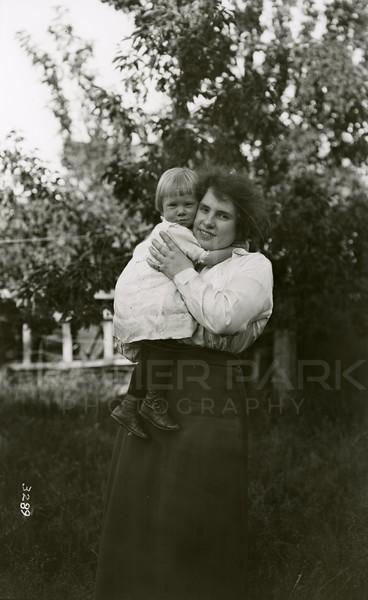 Ferde Greene Photo<br /> 6/18/1919, Annie & Ruby, Columbia Falls, Montana<br /> 3289