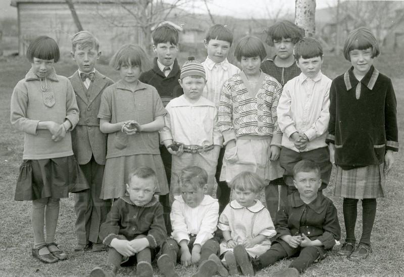 Ferde Greene Photo<br /> 3/27/1925 3PM Ruby, George Watt, Junior Kilduff, Al Greene, Melvin Greene, Mary Jordan, Huntsinger, Howard Greene, Frances Lee, Bob Jordan<br /> f8 1/25<br /> 4416