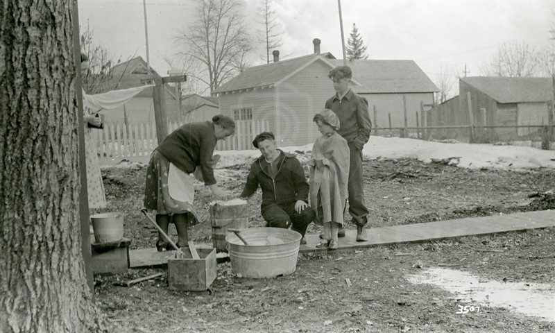 Ferde Greene Photo, 3/12/1936, Making Ice Cream, Elizabeth Greene, Howard, Ruth Ann & Basil Everen, Old Jordan Place