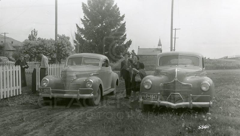 Ferde Greene Photo, 5/26/1940, Ruby, Jack Sent leaving near gate, Charles Biswinger & Elizabeth Greene, 1940 Dodoge R