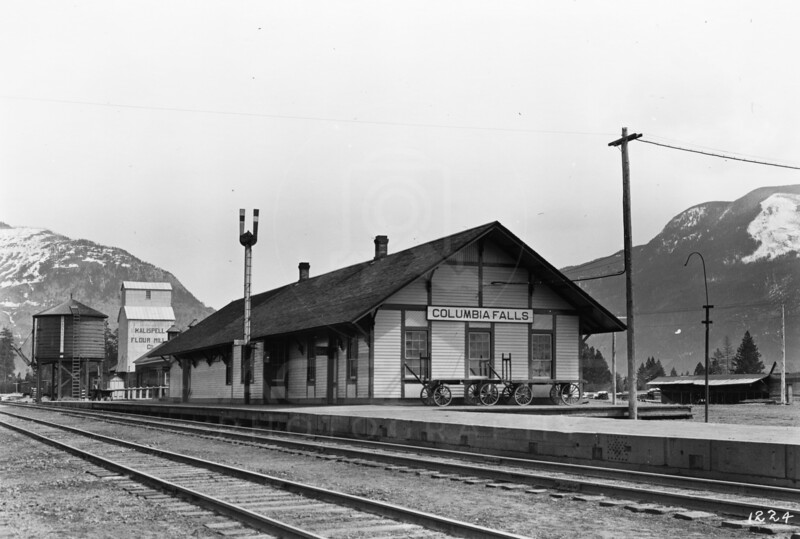 Ferde Greene Photo<br /> 4/12/1915 11AM Columbia Falls Great Northern Depot moved to South of Nucleus Ave<br /> 1/25 f16<br /> 1224