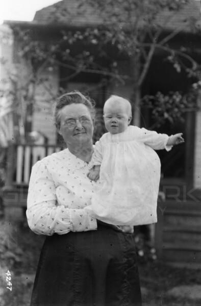 Ferde Greene Photo<br /> 8/16/1917 Anaseth Greene, Ruby Greene<br /> 4247