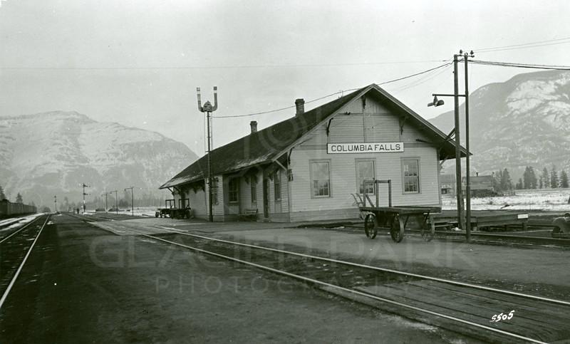 Ferde Greene Photo, 11/17/1935, Columbia Falls Depot