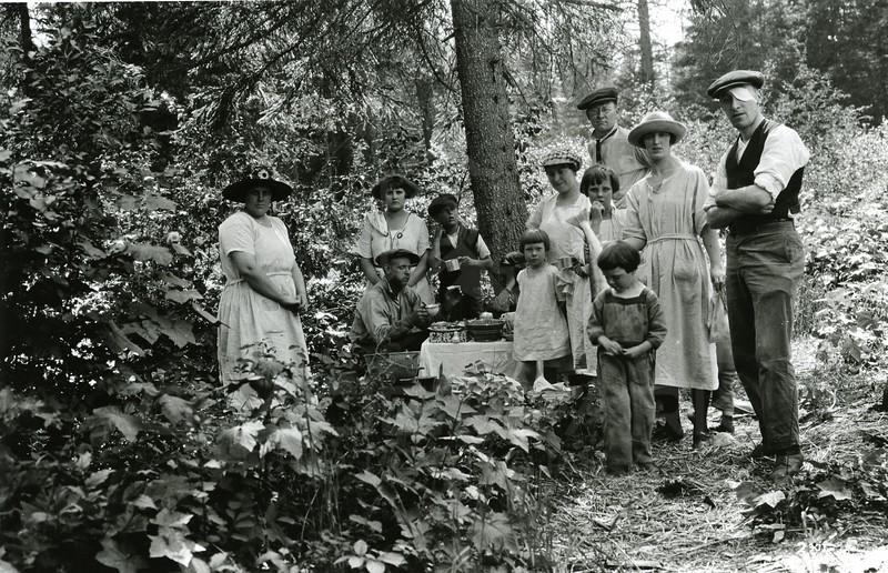 Ferde Greene Photo<br /> 7/1/1923 3PM, South Fork Dinner, Kate Dodsberry, Elizabeth & Ferde Greene, Leonard Gregory<br /> 2371