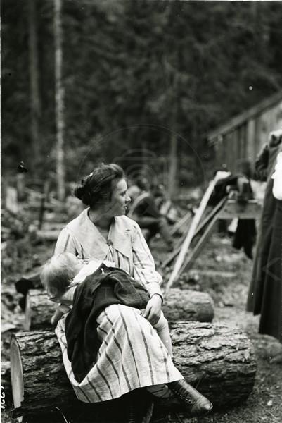 Ferde Greene Photo<br /> 9/22/1918, Elizabeth Greene holding Ruby, North Fork, Columbia Falls, Montana<br /> 6271