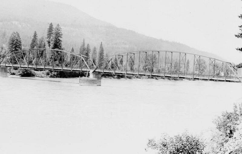 Ferde Greene Photo<br /> 7/12/1915 Glacier Park Highway, Montana<br /> 1212