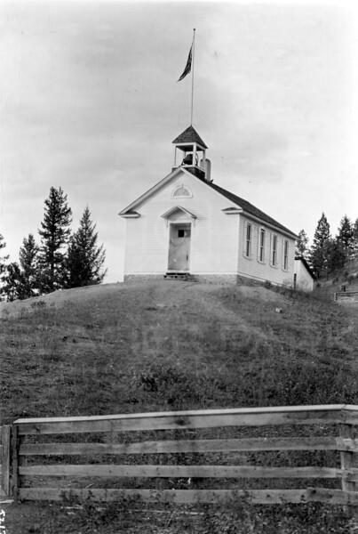 Ferde Greene Photo<br /> 10/4/1915 School House<br /> 5217