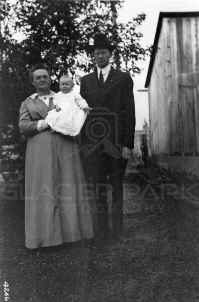 Ferde Greene Photo<br /> 8/16/1917 Anaseth Greene, Ruby & Ferde, Columbia Falls, Montana<br /> 4246
