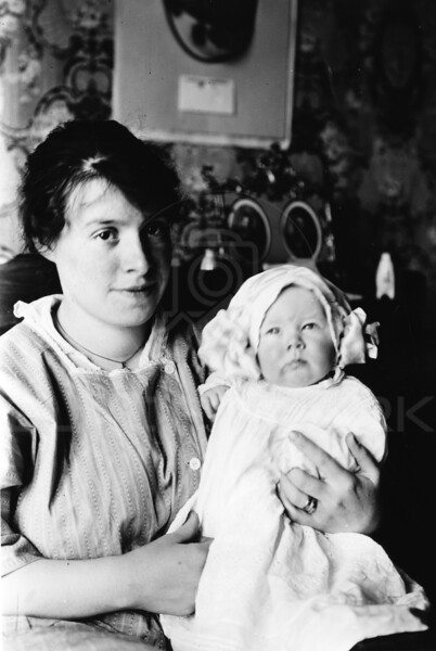Ferde Greene Photo<br /> 5/3/1917 Ruby Greene 4 months 14 lbs 24 inches long, Columbia Falls<br /> 4240