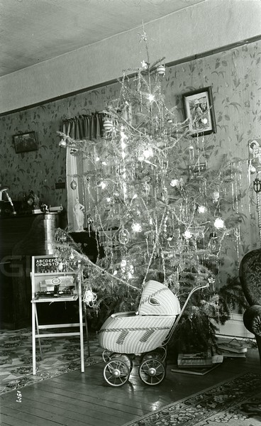 Ferde Greene Photo, 12/26/1936, Greene's Christmas Tree
