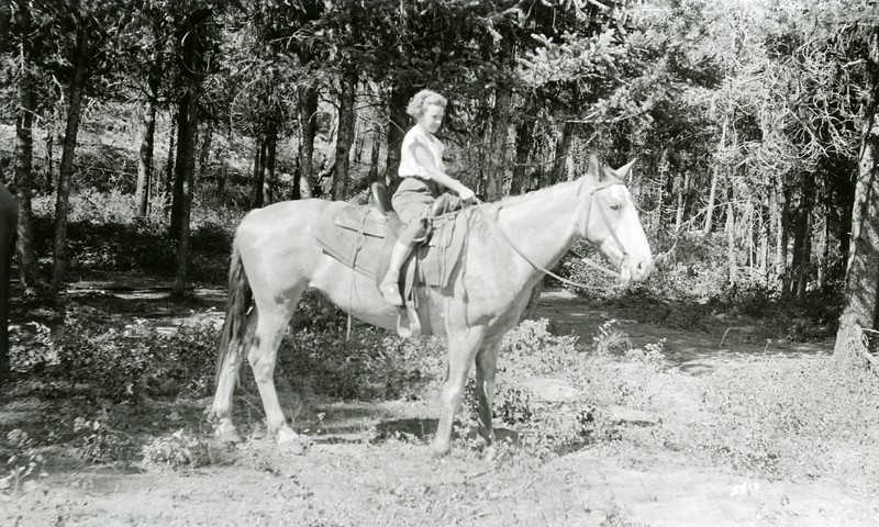 Ferde Greene Photo, 7/26/1936, Ruth Ann Greene Spotted Bear, Horse named Peaches