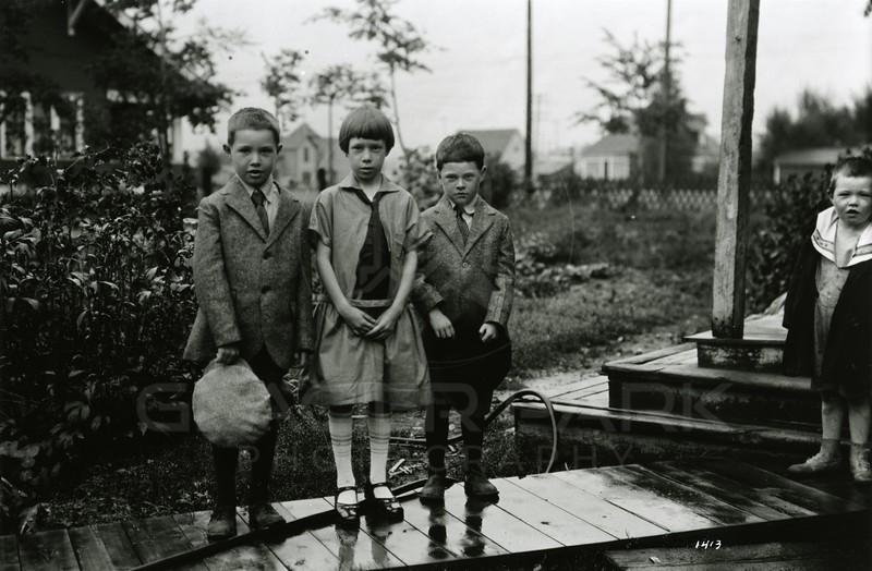 Ferde Greene Photo<br /> 9/8/1925 9AM - Malvin, Ruby, Howard, Alan - First day of school<br /> f8 1/25<br /> 1413