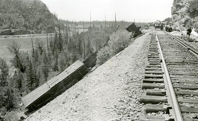 Ferde Greene Photo, 5/25/1937, Wreck in Bad Rock Canyon
