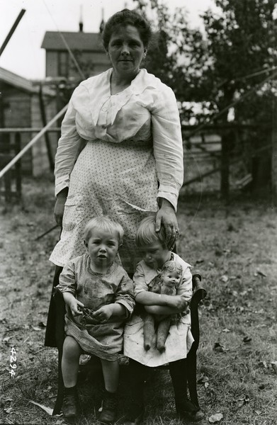 Ferde Greene Photo<br /> 9/1/1919, Aunt Kate Doosberry with Malvin & Ruby, Columbia Falls, Montana<br /> 4294