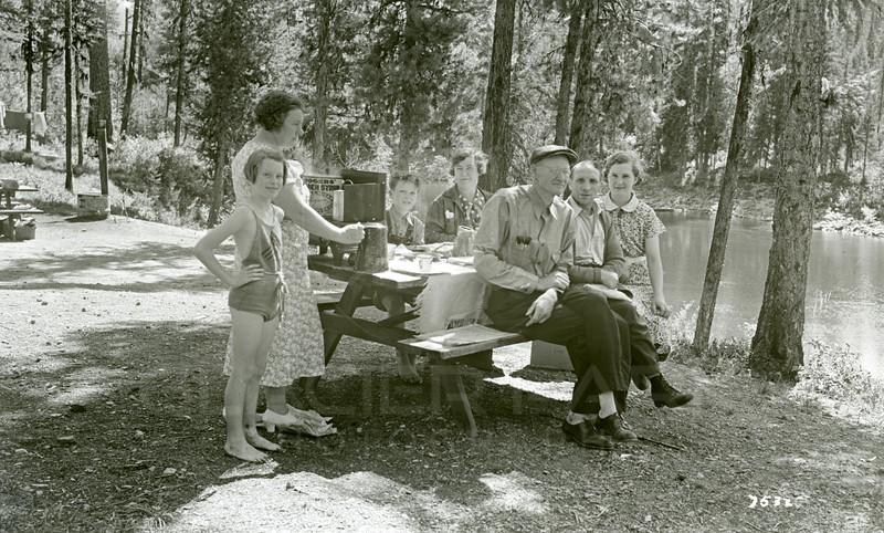 Ferde Greene Photo, 8/26/1937, Chapies & Greene's, Ruth Ann, Elizabeth, Boy, Lady, Chapie Talbot, Chapie's daughter & Ferde