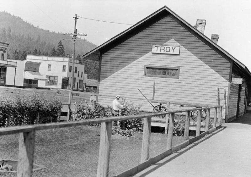 Ferde Greene Photo<br /> 8/9/1915 Troy, Montana<br /> 3214