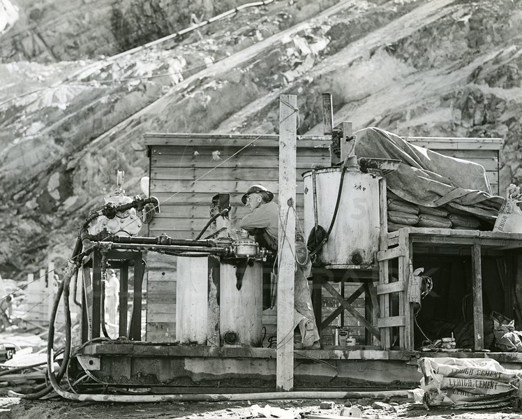 Building Hungry Horse Dam