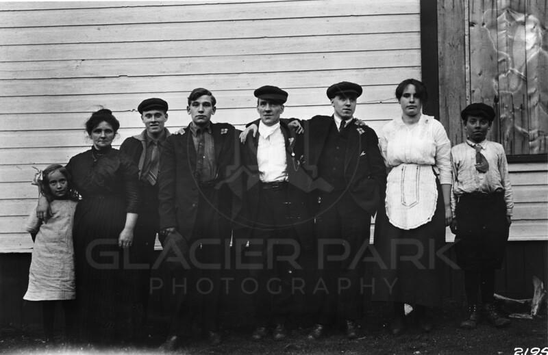 Ferde Greene Photo<br /> 10/31/1914 LtR Emily Gregory, Kate Doosberry, Tom D, Earnest D, Unknown, Unknow, Annie Gregory & Leslie Gregory<br /> 2195