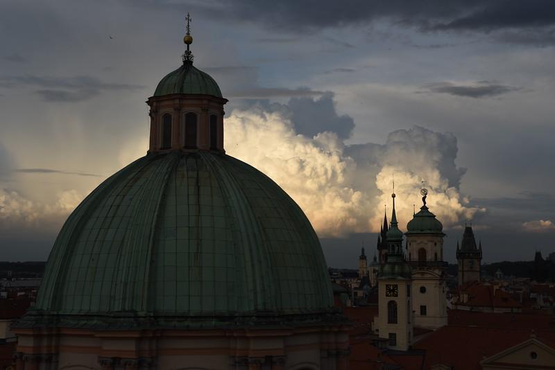 Přichází bouřka / Storm is coming