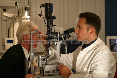Slit lamp exam 002