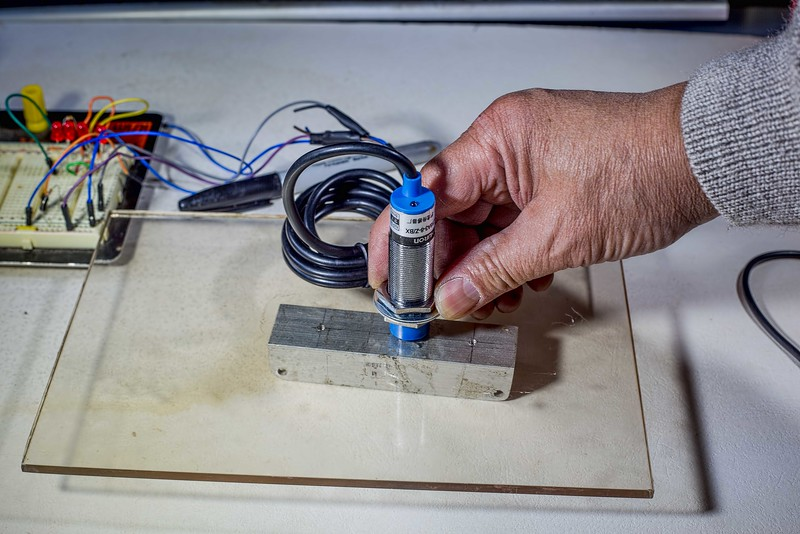 Testing the Inductive Sensor on glass
