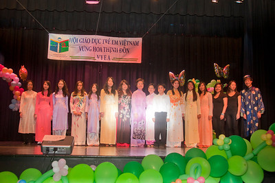 Các em được giải Luận Văn và ban giám khảo