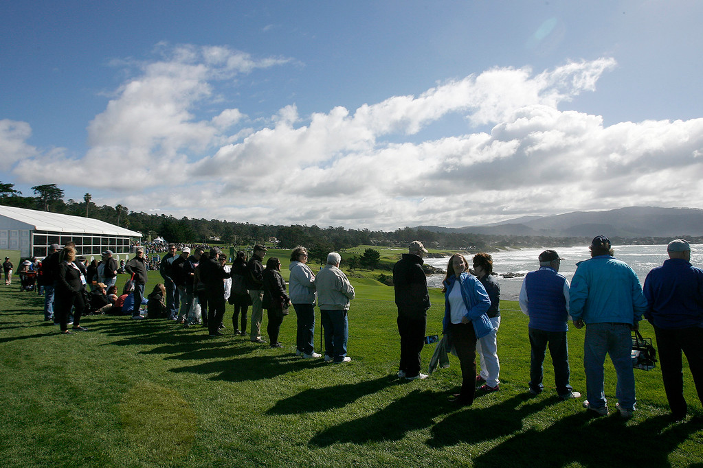 . Nice weather greeted the galleries on the 8th hole at the Pebble Beach Golf Links during the third round of the AT&T Pebble Beach Pro Am on Saturday, Feb. 11, 2017.   (Vern Fisher - Monterey Herald)