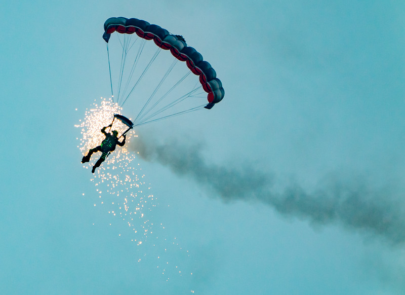 Bournemouth Air Festival, Night Air, The Princess of Wales's Royal Regiment's Parachute display team, Tigers Freefall Parachute Display Team - 31/08/2018:19:58