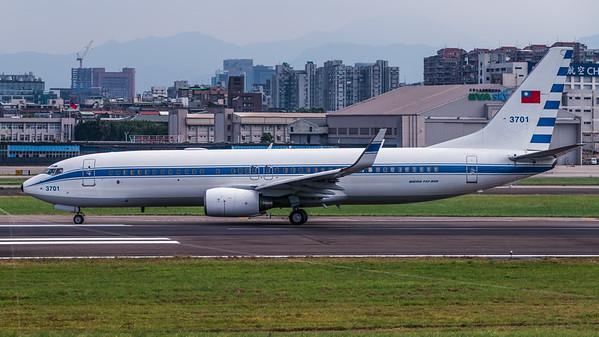 TAIWAN AIRFORCE_B737-8AR_3701_MLU_300816