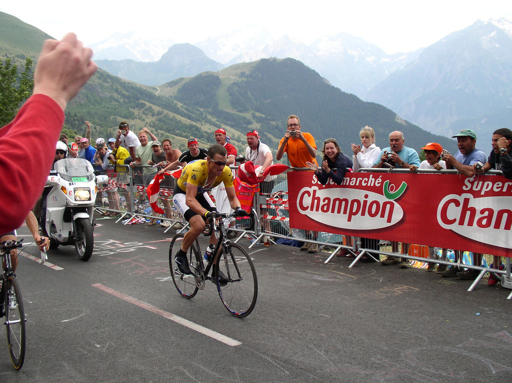 Here is Lance on the Alpe d'Huez time trial (that he won)!