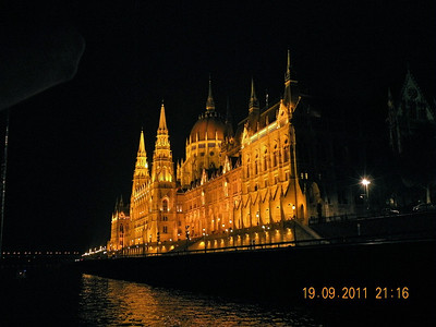 Our last dinner of the trip was on a boat floating down the Danube.  The Hungarian Parliament was fully lit in the night, music of Straus was playing, and there was just a bit of rain hitting the roof, a magnificent dinner table was set... words were just not enough to describe this night.
