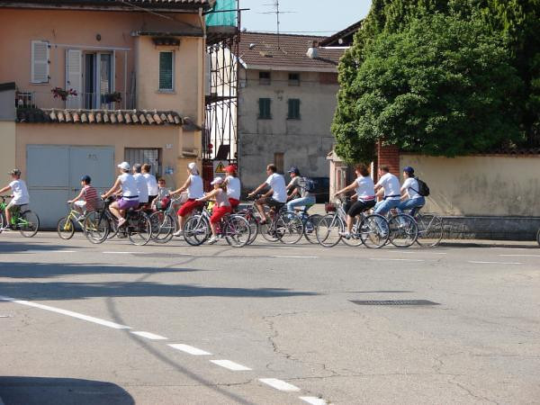 Locals of all ages cycling somewhere between Casale Monferrato & Borgomanero