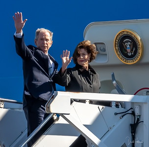 President Bush 43 and the former First Lady respectfully wave to fellow mourners prior to boarding Air Force One