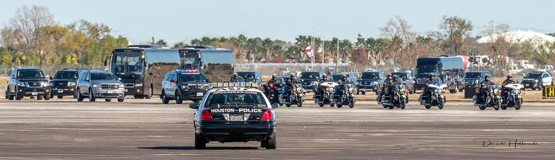 Huge motorcade escorts President 41