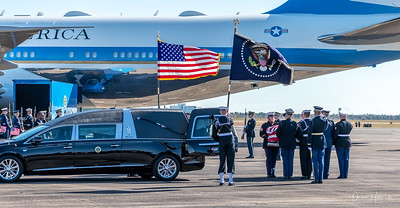 41's casket transferred to Air Force One