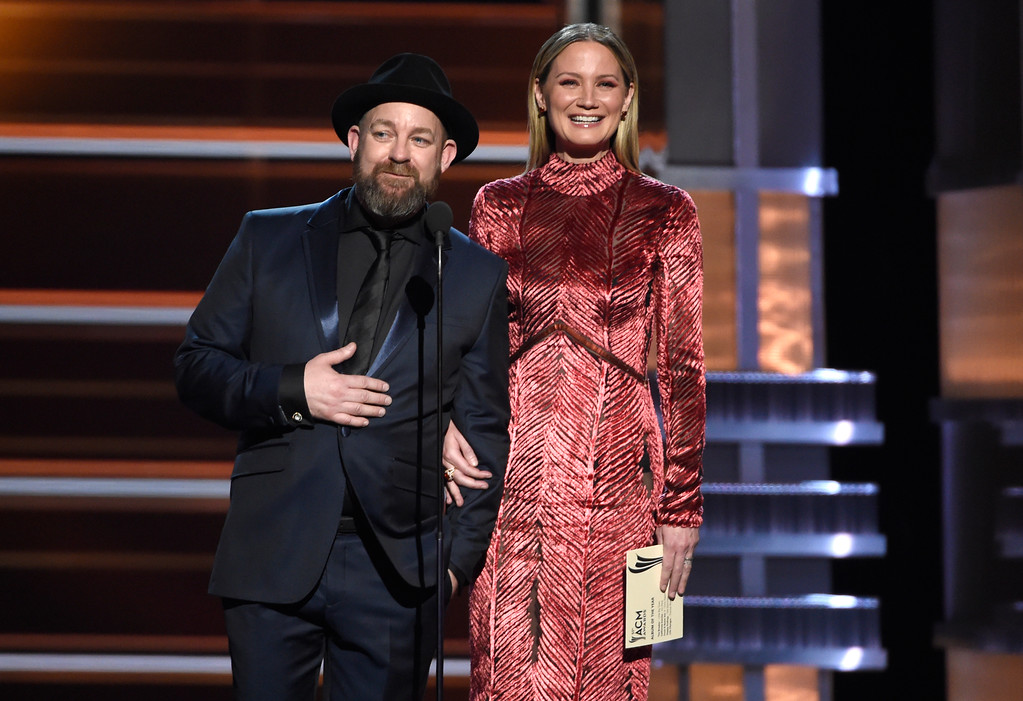 . Kristian Bush, left, and Jennifer Nettles, of Sugarland, present the award for album of the year at the 53rd annual Academy of Country Music Awards at the MGM Grand Garden Arena on Sunday, April 15, 2018, in Las Vegas. (Photo by Chris Pizzello/Invision/AP)