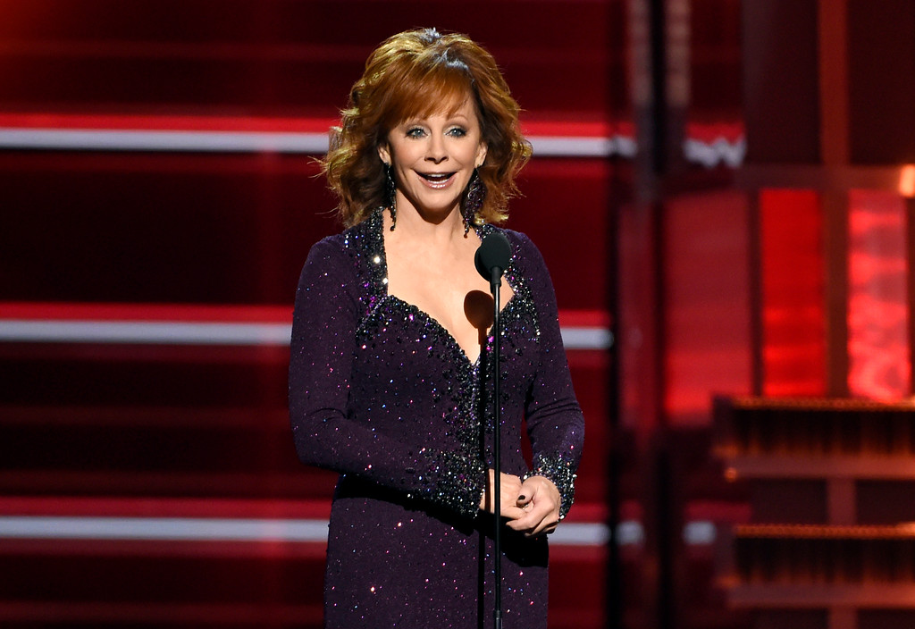 . Host Reba McEntire speaks at the 53rd annual Academy of Country Music Awards at the MGM Grand Garden Arena on Sunday, April 15, 2018, in Las Vegas. (Photo by Chris Pizzello/Invision/AP)