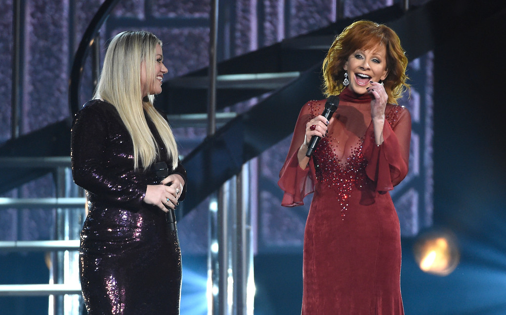 ". Kelly Clarkson, left, and Reba McEntire perform ""Does He Love You\"" at the 53rd annual Academy of Country Music Awards at the MGM Grand Garden Arena on Sunday, April 15, 2018, in Las Vegas. (Photo by Chris Pizzello/Invision/AP)"