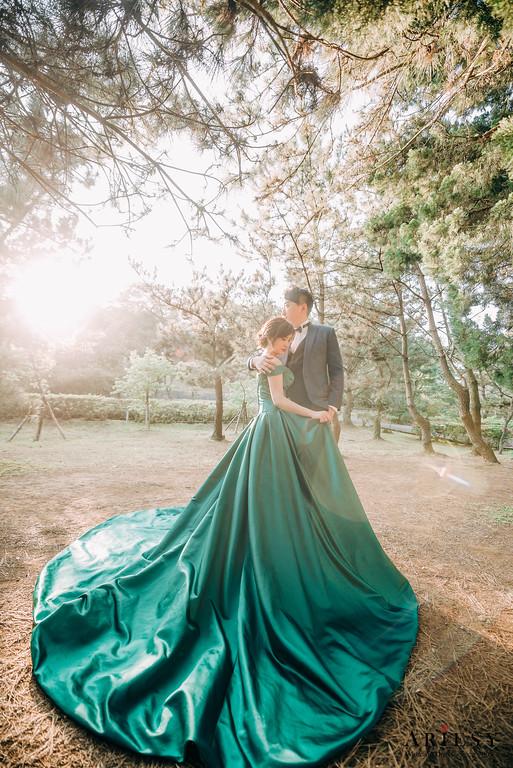 手工婚紗,婚紗包套,單肩大拖尾白紗,莫蘭迪色晚禮服,墨綠色緞面晚禮服,Ariesy造型團隊