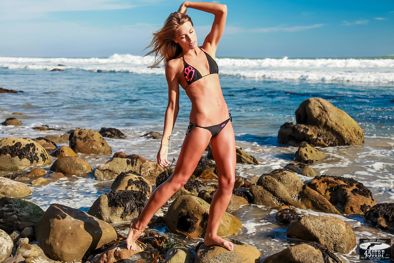 Canon 5D Mark II Photos of PRETTY Blond Swimsuit Bikini Model Goddess Posing on Beach: Canon USM 24-105 F/4 Lens!