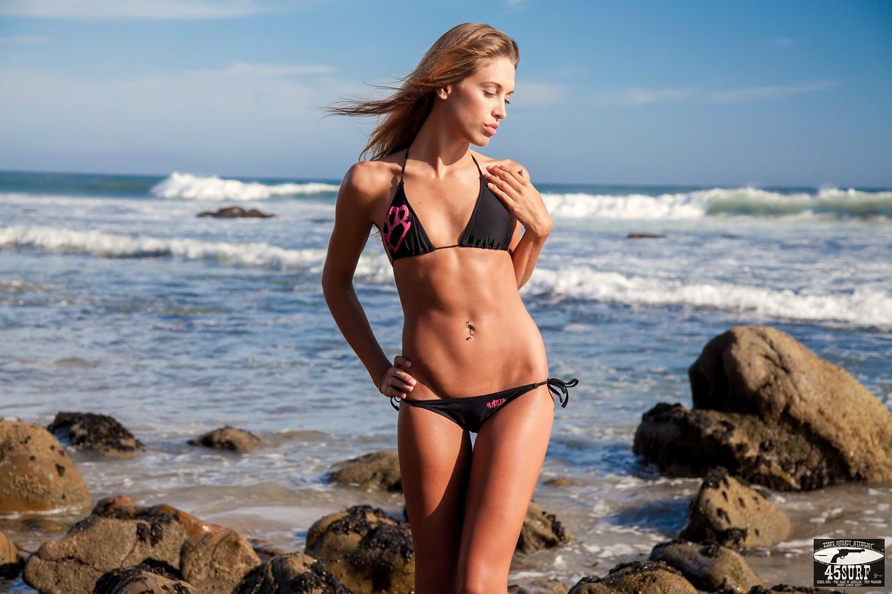 Canon 5D Mark II Photos of PRETTY Blond Swimsuit Bikini Model Goddess Posing on Beach: Canon USM 24-105 F/4 Lens!