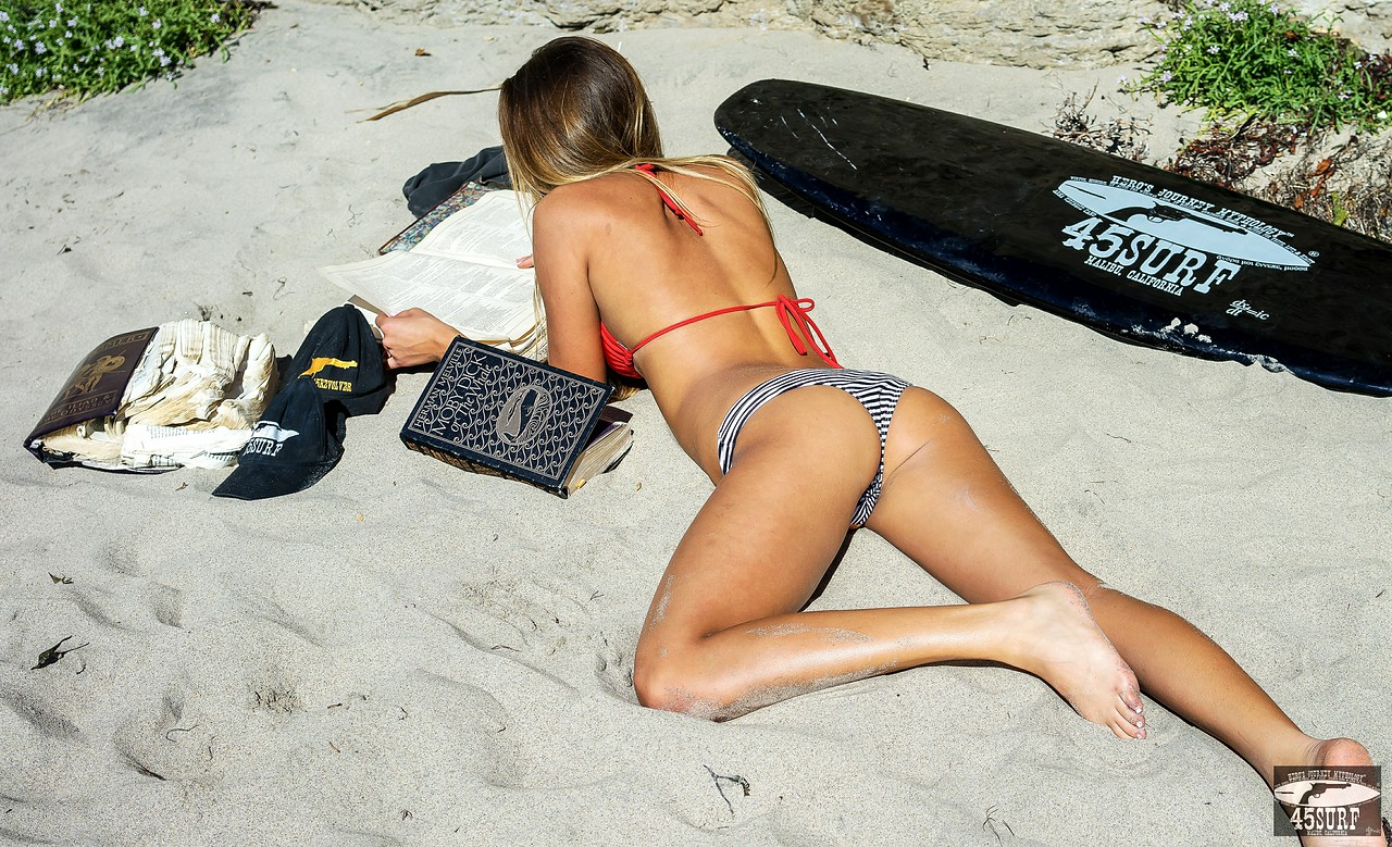 Sony A7R Test Photos Bikini Swimsuit Model Goddess! Carl Zeiss Sony Sonnar T* FE 35mm f/2.8 ZA Lens finished in Lightroom 5.3 !