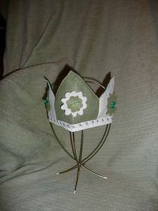 #15 Green with Ivory - Size Medium - $7 or two for $10