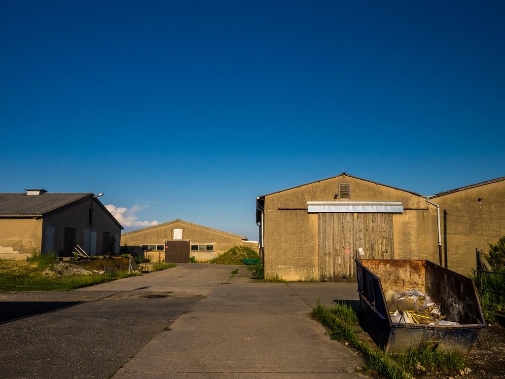 Leere Lagerhäuser, ehemalige Schweineställe einer LPG