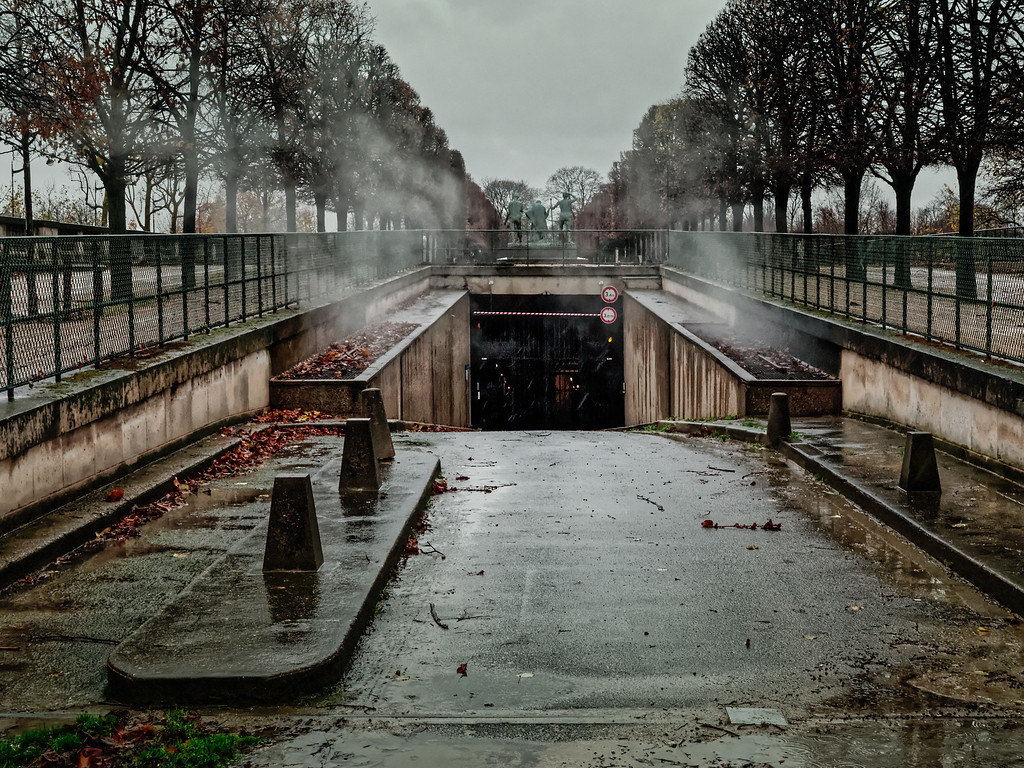 Versorgungseinfahrt neben dem Quai des Tuileries